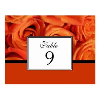 Rosas anaranjados que casan la tarjeta del número tarjetas postales