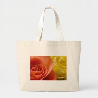 Rosas anaranjados y amarillos bolsa lienzo
