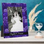 Rosas azules profundos del vintage que casan la pl placas de madera