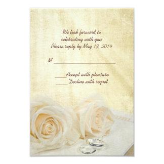 Rosas blancos con los anillos RSVP Invitación 8,9 X 12,7 Cm