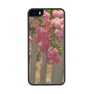Rosas blancos de la valla de estacas funda de arce carved® para iPhone 5 slim