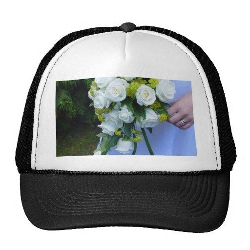 Rosas blancos del ramo del boda gorra