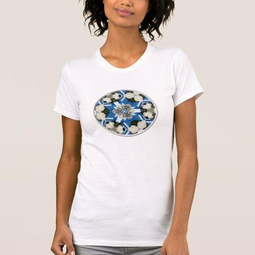 Rosas blancos y caleidoscopio de las cintas azules polera