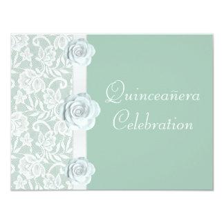 """Rosas blancos y cumpleaños Quinceanera de la verde Invitación 4.25"""" X 5.5"""""""