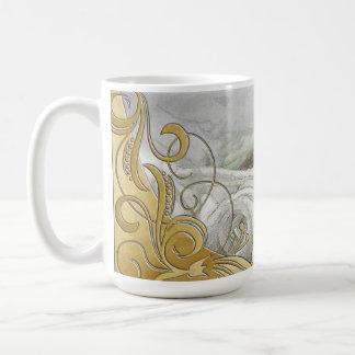 Rosas blancos y oro de la acuarela elegante taza