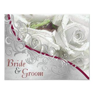 """Rosas blancos y plata - el casarse echado a un invitación 4.25"""" x 5.5"""""""