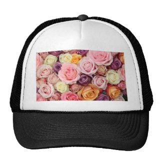 Rosas coloreados polvo por Therosegarden Gorros Bordados