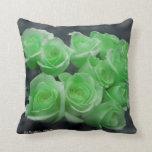 Rosas colorized verde del manojo cojin