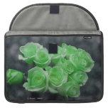 Rosas colorized verde del manojo fundas macbook pro