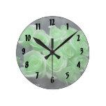 Rosas colorized verde del manojo reloj de pared