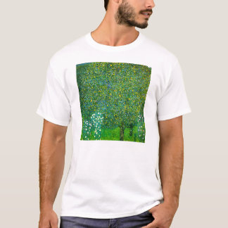 Rosas de Gustavo Klimt debajo de la camiseta del