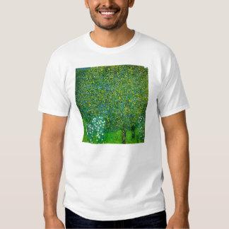 Rosas de Gustavo Klimt debajo de la camiseta del Playera