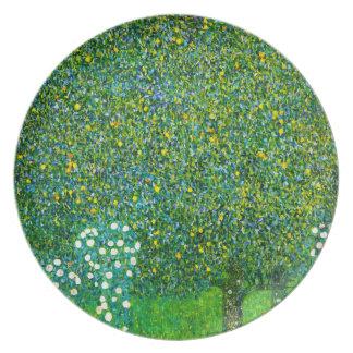 Rosas de Gustavo Klimt debajo de la placa del pera Plato De Cena