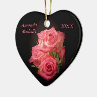 Rosas de la luz de una vela adorno navideño de cerámica en forma de corazón