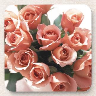 Rosas de la taza de té rosado posavasos de bebida