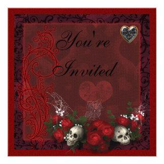Rosas de los cráneos y corazones góticos negros y  invitaciones personalizada