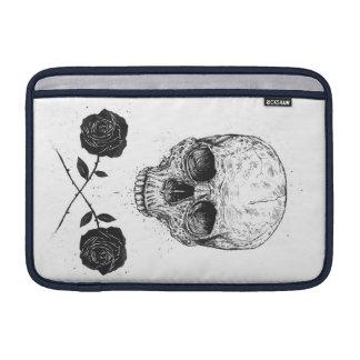 Rosas de N del cráneo Funda MacBook