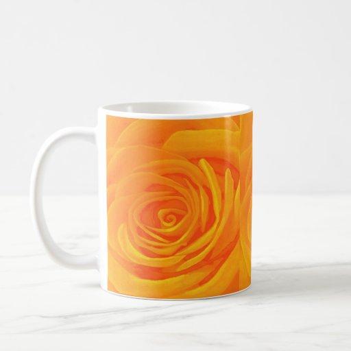 Rosas de oro taza básica blanca