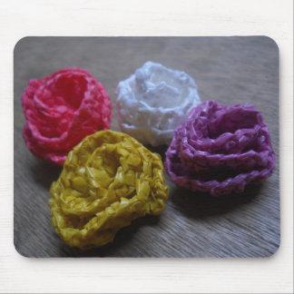 Rosas de papel del ganchillo alfombrillas de raton