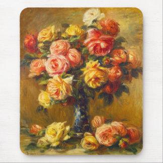 Rosas de Renoir en un cojín de ratón del florero Tapete De Raton