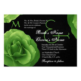 Rosas de verde lima que casan la invitación