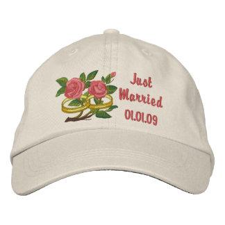 Rosas del anillo de bodas - apenas casados gorra de beisbol
