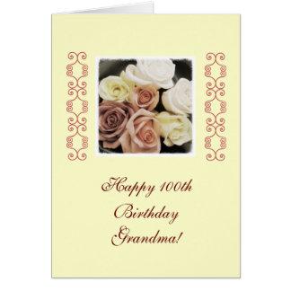 Rosas del cumpleaños de la abuela en colores tarjeta de felicitación