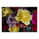 Rosas del cumpleaños de la mamá tarjeta de felicitación
