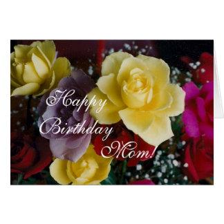 Rosas del cumpleaños de la mamá tarjeta