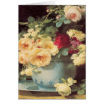 Rosas del día de madre en el cuenco de la porcelan