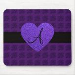 Rosas del monograma del corazón púrpura tapetes de raton