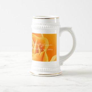 Rosas del naranja de Stein de la fecha del boda de Tazas De Café