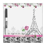 Rosas del rosa de la torre Eiffel del tablero blan Pizarra Blanca