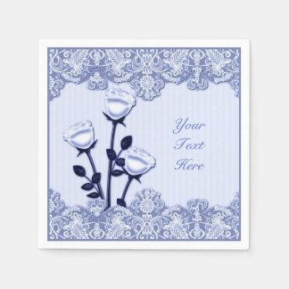 Rosas del satén y servilletas azules elegantes del servilleta de papel