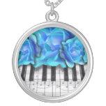 Rosas del teclado de piano pendientes