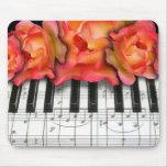 Rosas del teclado de piano y notas de la música tapete de ratón