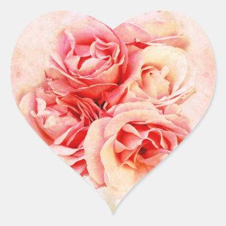 Rosas del vintage en el florero calcomanía de corazón