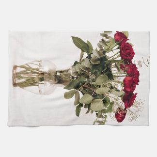 """""""Rosas en colección del florero claro"""" Toalla"""
