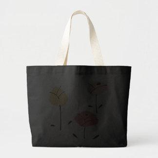Rosas en colores pastel en la bolsa de asas negra