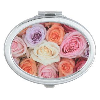 Rosas en colores pastel mezclados por Therosegarde Espejos Para El Bolso