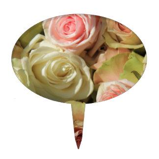 Rosas en colores pastel por la rosaleda decoración de tarta