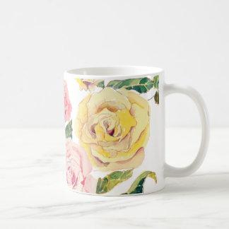 Rosas en colores pastel taza básica blanca
