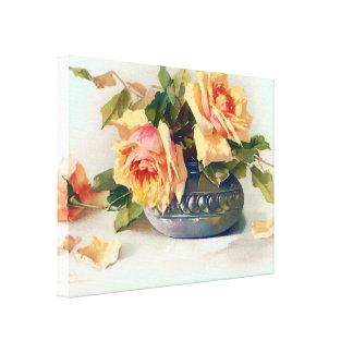 Rosas en un cuenco lona envuelta para galerias