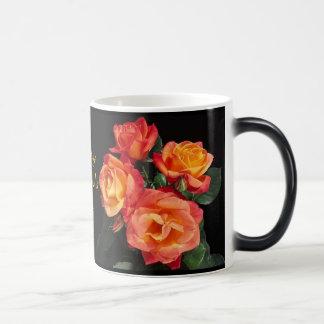 Rosas felices del día de madre taza mágica
