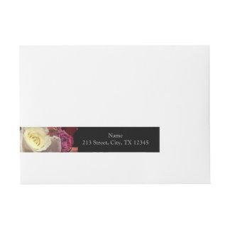 Rosas florecientes etiquetas postales