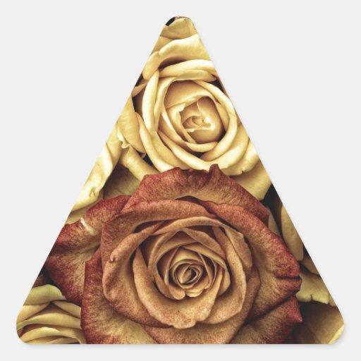 Rosas florecientes pegatina de trianguladas