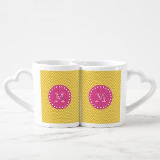 Rosas fuertes, Chevron amarillo el | su monograma Set De Tazas De Café