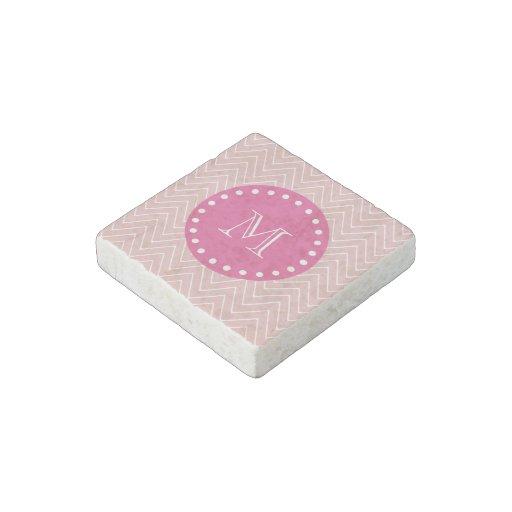 Rosas fuertes, Chevron rosado el   su monograma Imán De Piedra