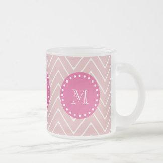 Rosas fuertes Chevron rosado el su monograma Taza De Café