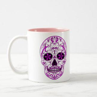 Rosas fuertes en el rosa - día del cráneo muerto taza de dos tonos